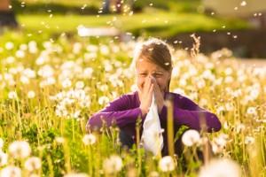 Mädchen mit Pollenallergie